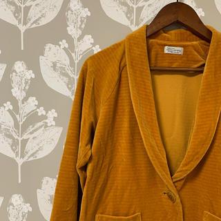 ミナペルホネン(mina perhonen)のサリースコット ベロア調7部丈ジャケット 羽織り イエロー(テーラードジャケット)