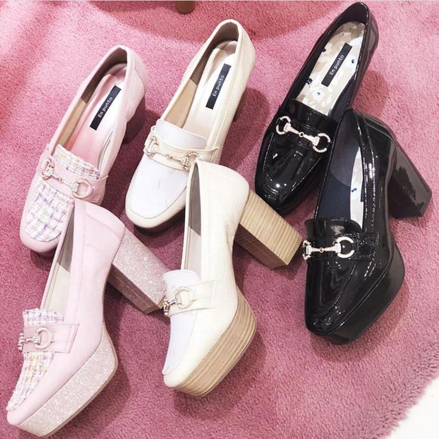 ESPERANZA(エスペランサ)の【美品】En punto ビュジュー付きローファー レディースの靴/シューズ(ローファー/革靴)の商品写真