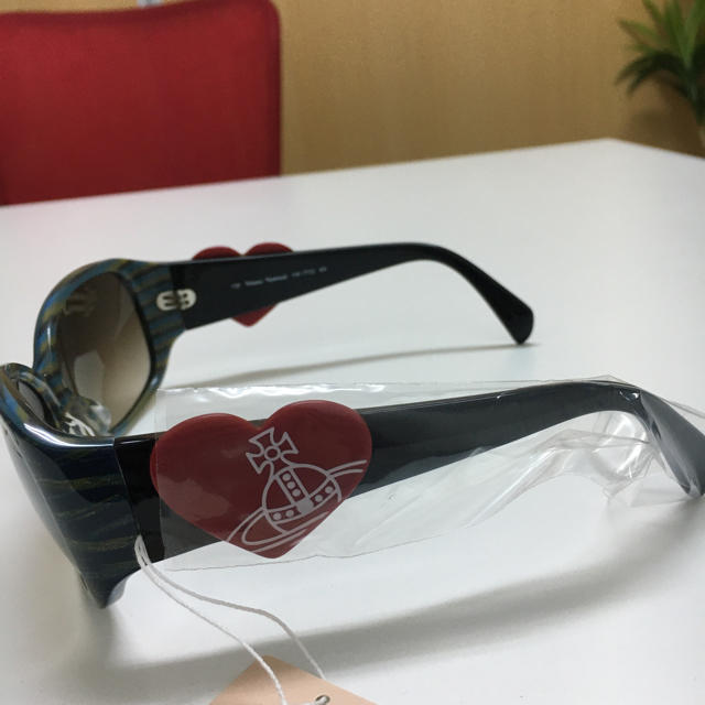 Vivienne Westwood(ヴィヴィアンウエストウッド)の【新品未使用】ヴィヴィアン サングラス レディースのファッション小物(サングラス/メガネ)の商品写真