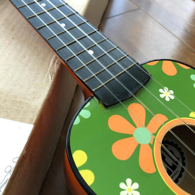 ウクレレ レトロポップなフラワー柄 楽器のウクレレ(その他)の商品写真