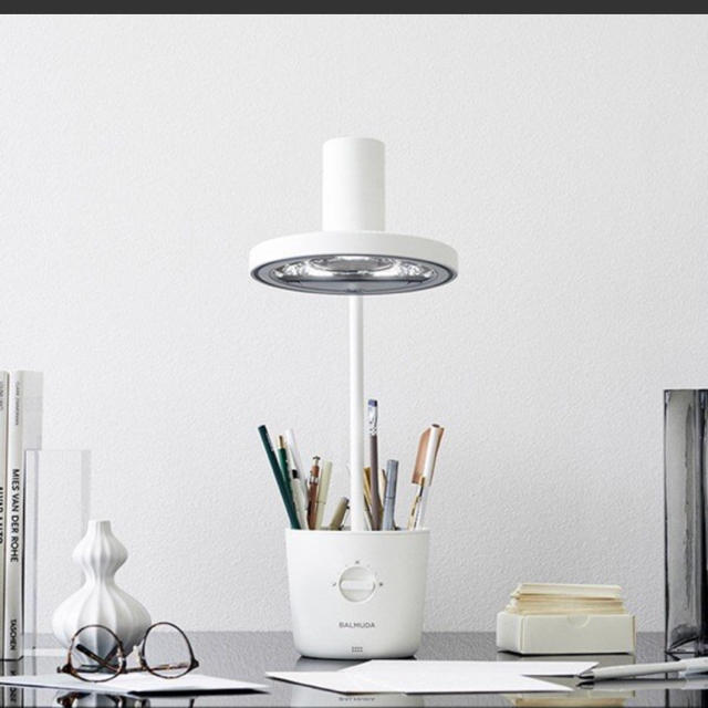 BALMUDA(バルミューダ)のar様:BALUMUDA THE LIGHT L01A-WH 値下げ! インテリア/住まい/日用品のライト/照明/LED(テーブルスタンド)の商品写真