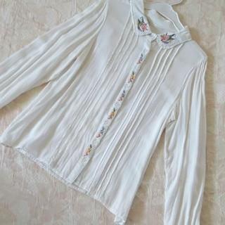 レトロガール(RETRO GIRL)のフラワー刺繍シャツ(シャツ/ブラウス(長袖/七分))