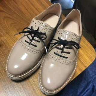 ザラ(ZARA)のZARA エナメルレースアップシューズ 36(23cm) ベージュ(ローファー/革靴)