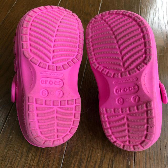 crocs(クロックス)のクロックス サンダル 女の子 キッズ/ベビー/マタニティのベビー靴/シューズ(~14cm)(サンダル)の商品写真