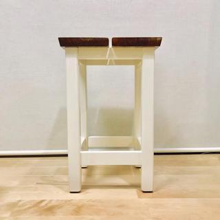 ☥ 木のスツール(ホワイト脚)(家具)