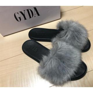 GYDA - GYDA フェイクファーサンダル グレー Mサイズ