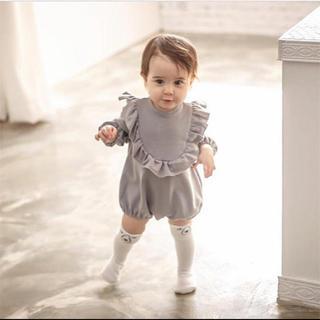 プティマイン(petit main)の韓国子供服 フリルロンパース グレー(ロンパース)