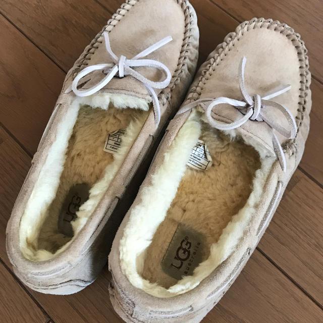 UGG(アグ)のUGG アグ モカシン US7サイズ レディースの靴/シューズ(スリッポン/モカシン)の商品写真