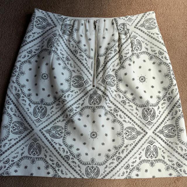 one*way(ワンウェイ)のoneway タイトスカート ミニスカ スカート ペイズリー柄 レディースのスカート(ミニスカート)の商品写真
