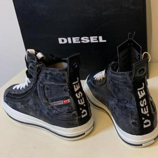 ディーゼル(DIESEL)の新品未使用。紐、白と黒付き。(スニーカー)