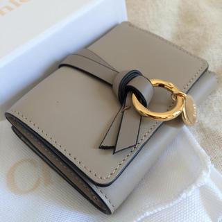 クロエ(Chloe)のChloe ミニミニ財布♡アルファベットシリーズ♡人気のパステルグレー(財布)