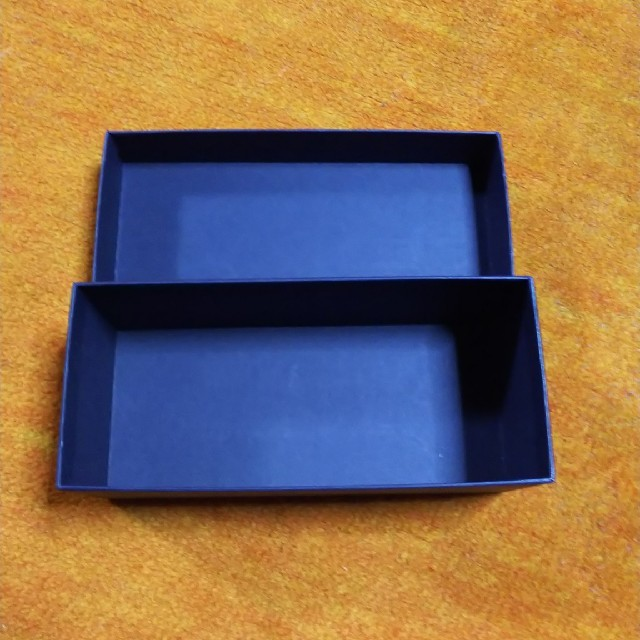 PRADA(プラダ)のPRADA  サングラス 外箱のみ レディースのファッション小物(サングラス/メガネ)の商品写真