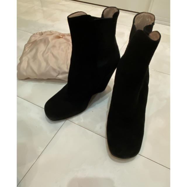 miumiu(ミュウミュウ)のmiumiu ブラック ショートブーツ レディースの靴/シューズ(ブーツ)の商品写真