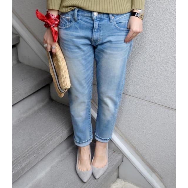 SHIPS(シップス)のSHIPS for women シップス スリムテーパードデニム ライトブルー レディースのパンツ(デニム/ジーンズ)の商品写真