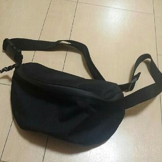 ジーユー(GU)の美品 GU ウエストポーチ ボディバッグ 黒 ブラック(ボディバッグ/ウエストポーチ)