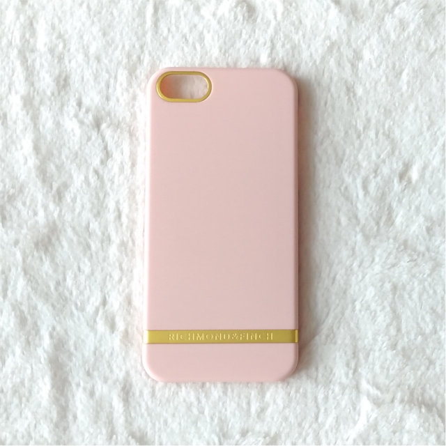 セール中 リッチモンド&フィンチ サテン 桃色 iPhone5/5s/SEケース スマホ/家電/カメラのスマホアクセサリー(iPhoneケース)の商品写真