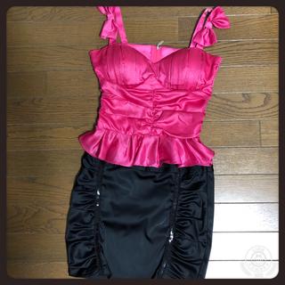 ビーシービージーマックスアズリア(BCBGMAXAZRIA)のリボン付きキャミソール&スパンコール付きミニスカート(ミニドレス)
