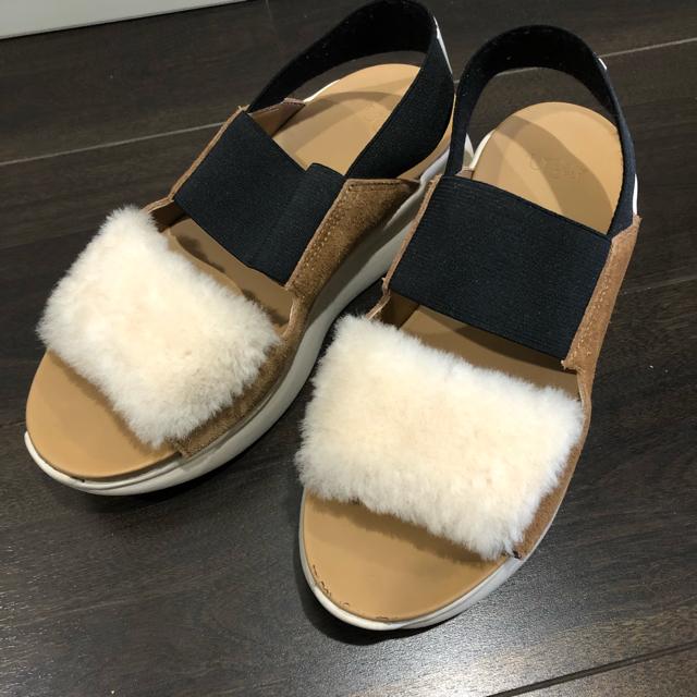 UGG(アグ)の値下 着用回数2.3回 UGG シルバーレイク 23.5cm 人気色 ベージュ  レディースの靴/シューズ(サンダル)の商品写真