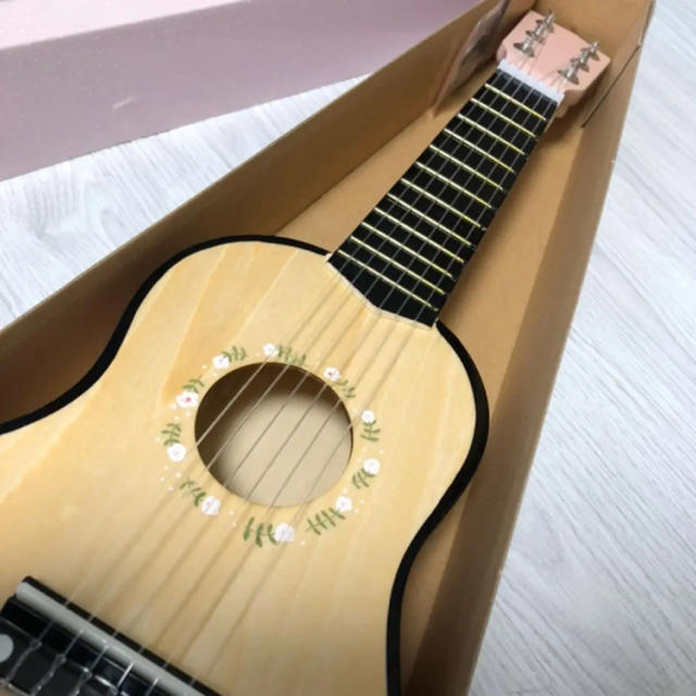 ソストレーネグレーネ 木製楽器 ピンク ギター 北欧おもちゃ キッズ/ベビー/マタニティのおもちゃ(楽器のおもちゃ)の商品写真