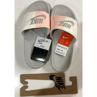 ナイキ(NIKE)のナイキ ベナッシ 24センチ 送料込み 104 バイカラー 白ピンク NIKE(サンダル)