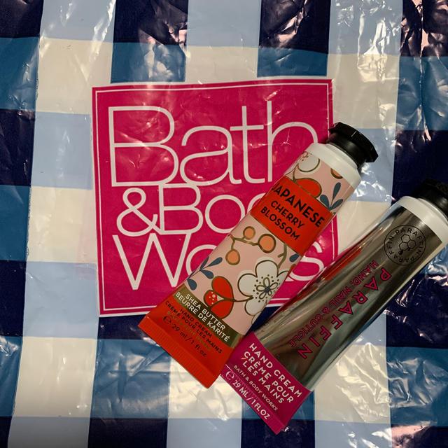 Bath & Body Works(バスアンドボディーワークス)の【未使用】Bath & Body Works  ハンドクリーム2本セット コスメ/美容のボディケア(ハンドクリーム)の商品写真