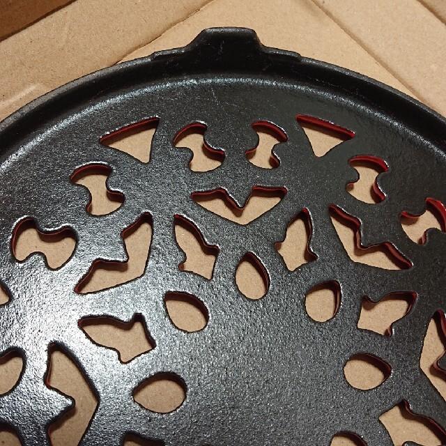 STAUB(ストウブ)のstaub ストウブ トリベット リリートリベット 鍋敷き レッド 23cm ハンドメイドの生活雑貨(キッチン小物)の商品写真
