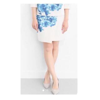 URBAN RESEARCH - 【新品タグ付】URBAN RESEARCH  青 × 白 花柄 春 スカート