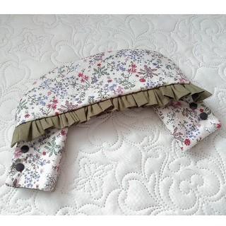 ベビービョルン(BABYBJORN)のベビービョルン 首まわりカバー アイボリー花柄×カーキ(外出用品)