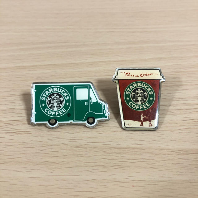 Starbucks Coffee(スターバックスコーヒー)のスターバックス ピンバッジ グリーンエプロンカフェカー エンタメ/ホビーのコレクション(ノベルティグッズ)の商品写真