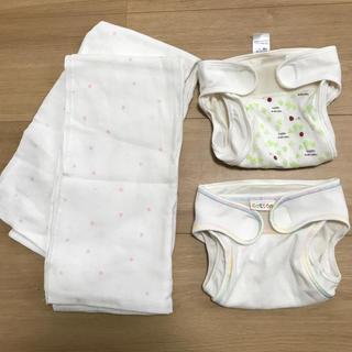 ニシマツヤ(西松屋)の布おむつカバー2枚、布おむつ2枚セット(布おむつ)