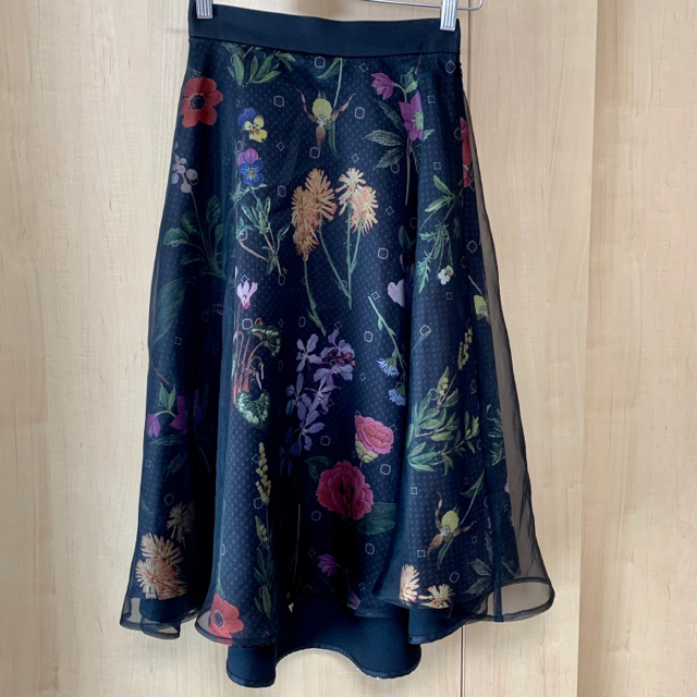 STUDIOUS(ステュディオス)のUNITED フラワープリントフレアスカート レディースのスカート(ひざ丈スカート)の商品写真