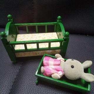 エポック(EPOCH)のシルバニアファミリー ベビーベッド&ゆりかご&ウサギ1体(ぬいぐるみ/人形)