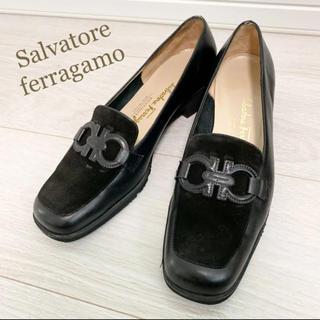 Salvatore Ferragamo - 美品!フェラガモ 24.0 本革 イタリア製 ブラック ガンチーニ パンプス
