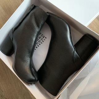 Maison Martin Margiela - 【新品未使用】37(23.5) メゾンマルジェラ TABI ブーツ ブラック