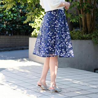 ストロベリーフィールズ(STRAWBERRY-FIELDS)のオーガンジー刺繍スカート/サイズ2(ひざ丈スカート)
