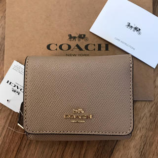 COACH - 新品!コーチ 三つ折り財布 ベージュ ワインレッド