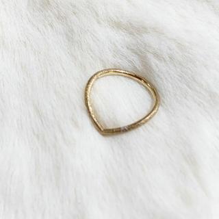 ココシュニック(COCOSHNIK)のV字ピンキーリング(リング(指輪))