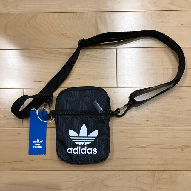adidas(アディダス)のadidas2WAYポーチ レディースのバッグ(ボディバッグ/ウエストポーチ)の商品写真