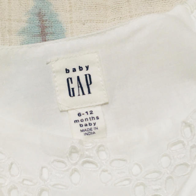 babyGAP(ベビーギャップ)の女の子 70 ワンピース 白 キッズ/ベビー/マタニティのベビー服(~85cm)(ワンピース)の商品写真