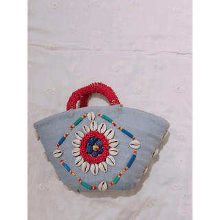 ファティマモロッコ(Fatima Morocco)のFatimaMoroccoビーズ刺繍 カゴバッグ ブルー×レッド(かごバッグ/ストローバッグ)