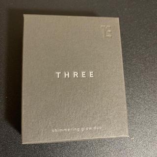THREE - シマリンググローデュオ01