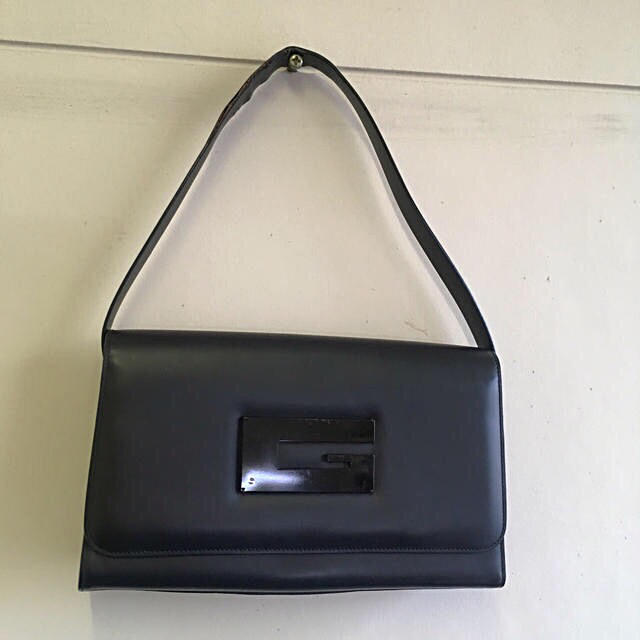 腕時計メンズロンジンスーパーコピー,Gucci-GUCCIグッチ黒スムースレザー肩かけワンショルダーバッグの通販