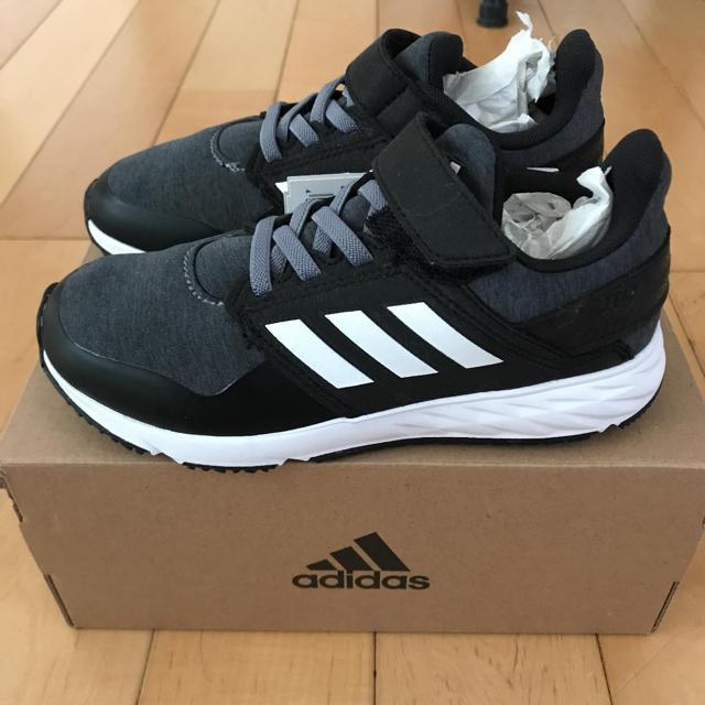 adidas(アディダス)のadidas スニーカー アディダスファイト 19cm ブラック キッズ/ベビー/マタニティのキッズ靴/シューズ(15cm~)(スニーカー)の商品写真