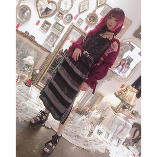 ケイスケカンダ(keisuke kanda)のrurumu   ornament line knit SK  藍染カレン 着用(ロングスカート)