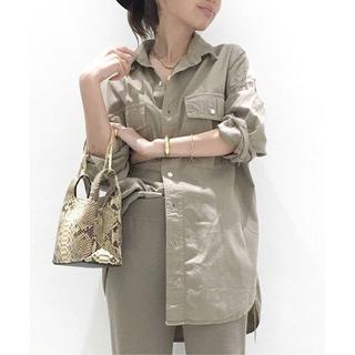 L'Appartement DEUXIEME CLASSE -  レミレリーフ × アパルトモン 襟ワイヤー シャンブレー シャツ