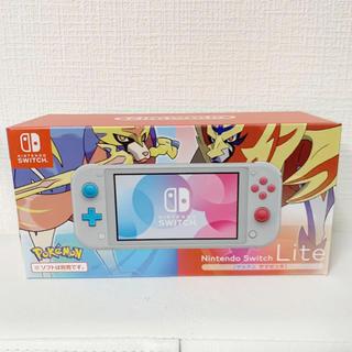 ニンテンドースイッチ(Nintendo Switch)の新品 Nintendo Switch Lite [ザシアン ザマゼンタ]  (携帯用ゲーム機本体)