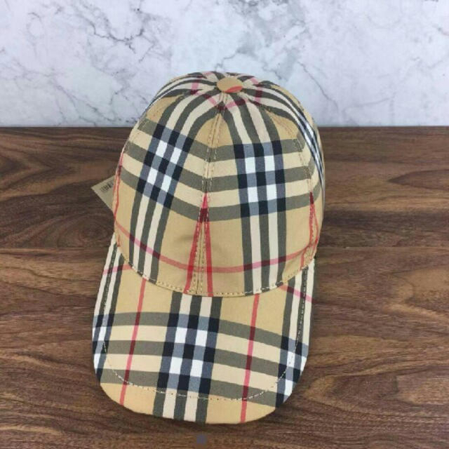 BURBERRY(バーバリー)のBurberry 男女兼用キャップ 本日限定値下げ レディースの帽子(キャップ)の商品写真