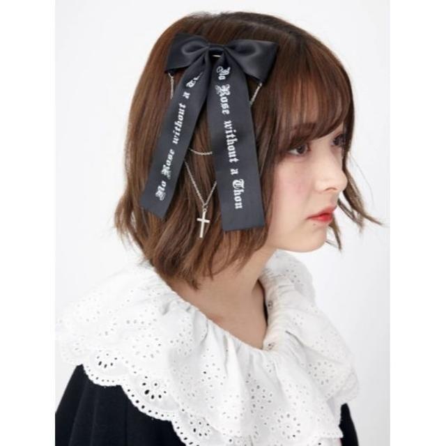 Ank Rouge(アンクルージュ)の完売品 万能アイテム Jamie エーエヌケー ゴシックロゴクロスチャームリボン レディースのヘアアクセサリー(バレッタ/ヘアクリップ)の商品写真