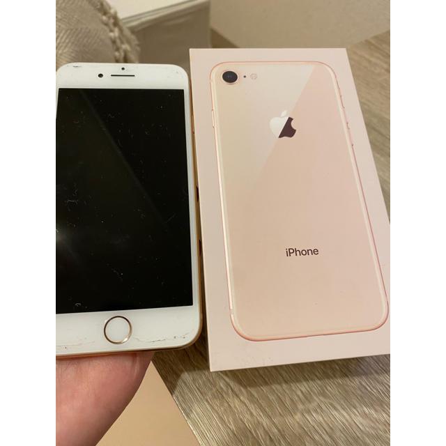 Apple(アップル)のiPhone8 64GB gold スマホ/家電/カメラのスマートフォン/携帯電話(スマートフォン本体)の商品写真