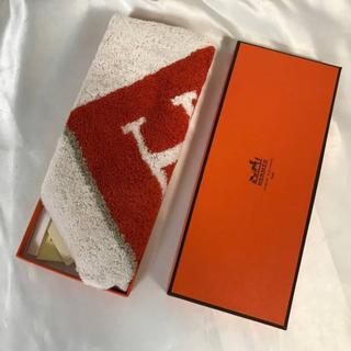 Hermes - 新品未使用本物エルメスHERMESハンドタオルハンカチスカーフH柄オレンジ白